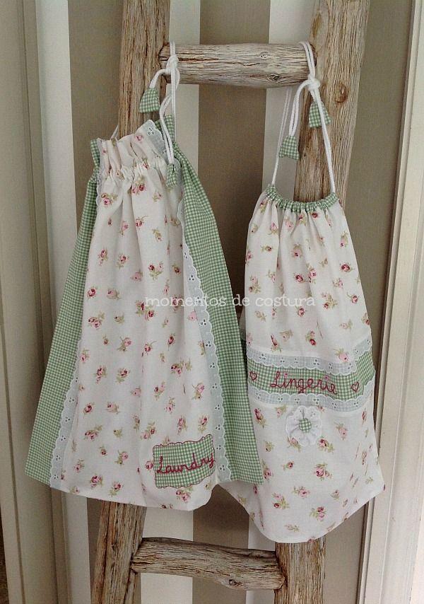 Hola a todas!   Hoy les muestro dos conjuntos de bolsas con un estilo muy diferente.   Por un lado un trío hecho con telas de la misma co...