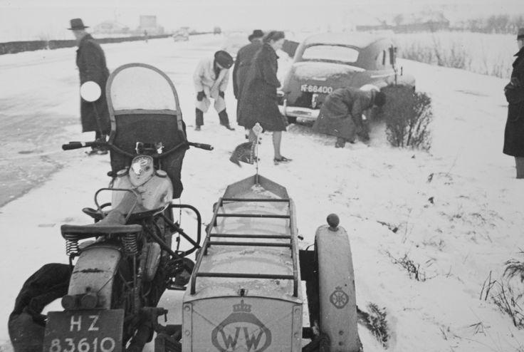 Op 15 april 1946 reden de eerste Wegenwachten de weg op in oude Canadese legermotoren met zijspan.