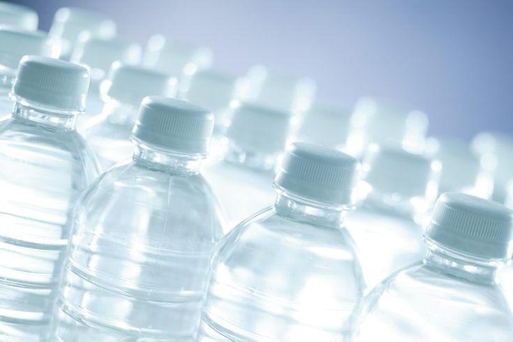Información nutricional del agua Dasani. Dasani, una marca de agua purificada embotellada, está disponible en diferentes presentaciones, desde 16.9 onzas hasta 1.5 litros. Además del agua natural, Dasani ofrece aguas de sabor limón, fresa, uva y frambuesa. Para mantenerte hidratado debes beber de 6 ...