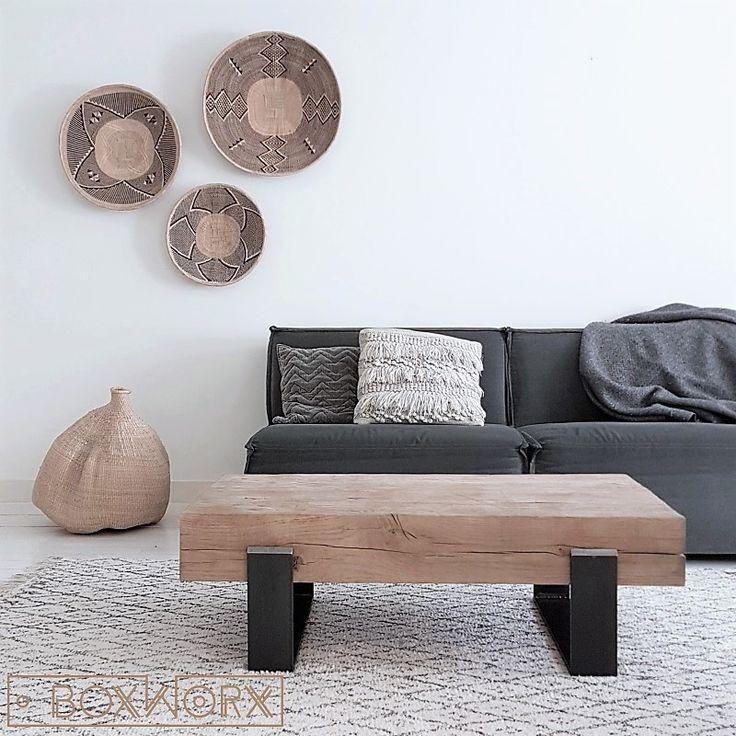 Salontafel 'Old Steel' is een industriële salontafel met een apart design. De tafel is gemaakt van oud, natuurlijk verweerd hout en een stalen frame.
