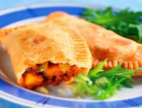 Resep Masakan: Empanada (Pastel A La Spanyol)   Selain digoreng empanada juga dapat dimasak dengan cara dipanggang. Selain berisikan daging dan ikan, empanada juga bisa diisi dengan beragam sayuran maupun buah-buahan.
