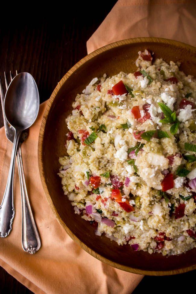 Καλοκαιρινή σαλάτα με κινόα, πιπεριές, ελιές και ξινομυζήθρα - Myblissfood.grMyblissfood.gr