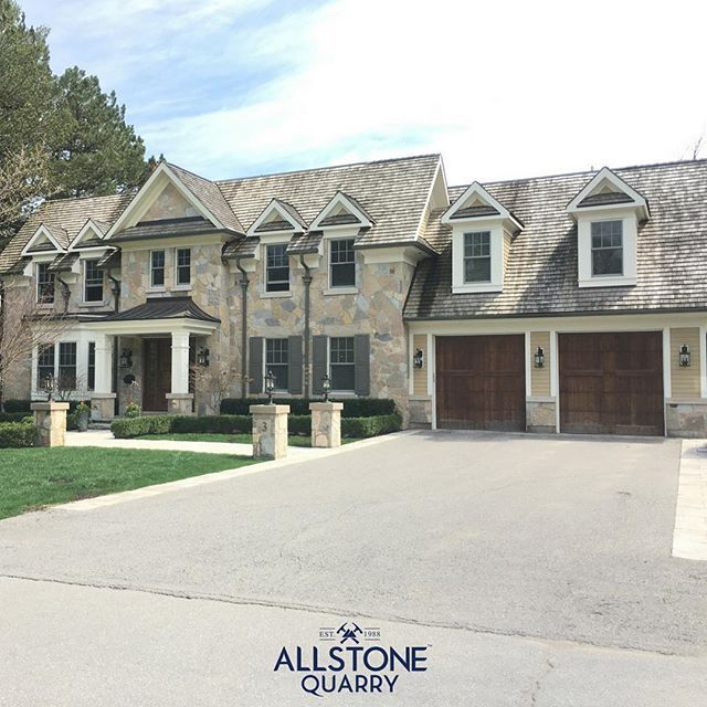 Perfect pairing of 5 Point Building stone on this new Aurora build. ⠀  If you are planning a new build, contact us for all your exterior materials⠀