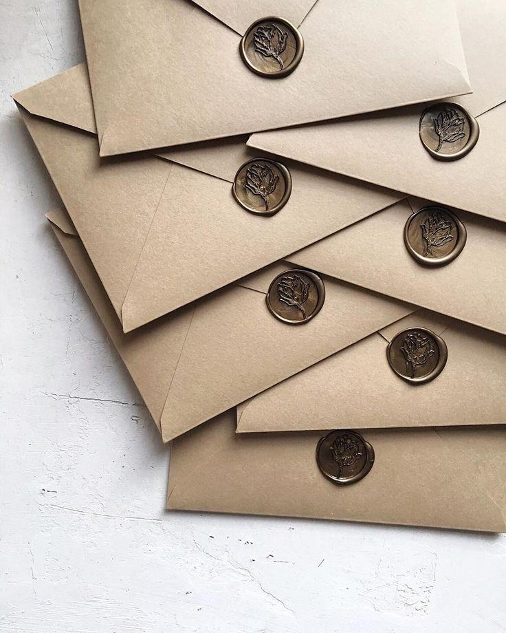 "Our ""Rose Bud"" Design paired with our handmade sand envelopes / ""Bobac Floare"" Sigiliu ceara. © PAPIRA invitatii de nunta personalizate"