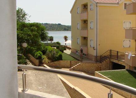 Horvátországi tengerparti pihenés Vodicében félpanzióval 4 főre!
