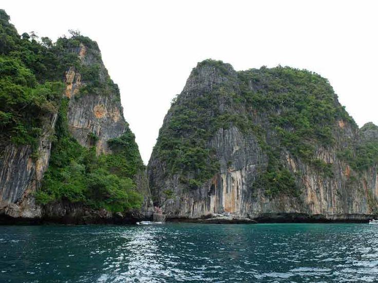 La Thaïlande, on l'aime, on la partage, car au cours de votre voyage, vous allez découvrir des paysages à couper le souffle, des saveurs nouvelles, des senteurs puissantes, des couleurs flamboyantes, des gens souriants, une vie différente et stimulante.