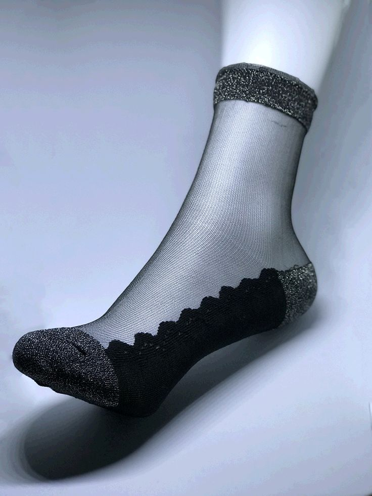 Women silver toes and ankle trim with premium cotton bottom sock.