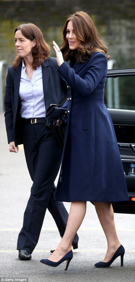Kate shows off her blossoming bump in no-nonsense navy | Daily Mail Online