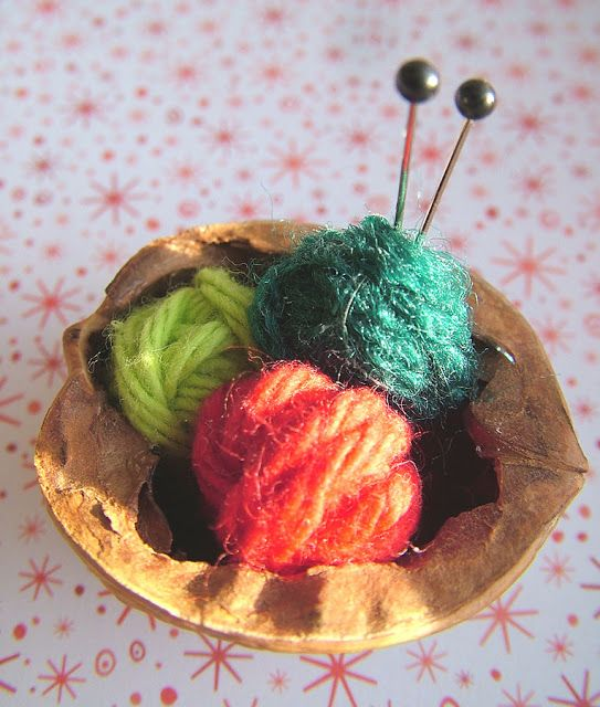 small world land: Day 2 :Walnut Shell Knitting Basket Ornament ... do this with thinner guage yarn or toothpicks instead of straight pins. :)