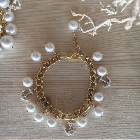 #duepuntihandmade #handmade #handmadewithlove #handmadejewelry #love #withlove #bracelets #pearls #chain #summer #waitingsummer #ancora #sea #rainingday #bastapioggia #vogliadimare #vogliadisole #happymonday #haveaniceday #monday #haveaniceweek
