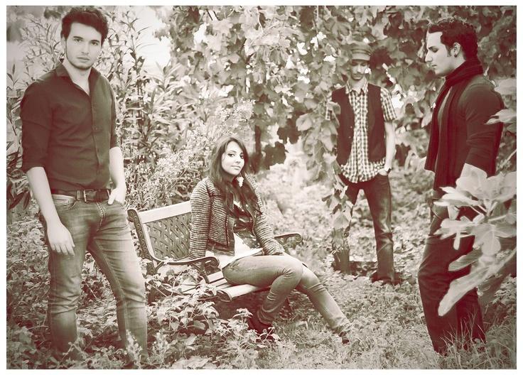 """The Shapes - indie-pop da Palermo  Band palermitana formatasi nel 2011, possono essere considerati la perfetta espressione della corrente indie-pop che negli ultimi anni ha contagiato un grande numero di band provenienti dal Regno Unito e non solo:chitarre acustiche, ritornelli orecchiabili e linee vocali semplici e pulite sono tra gli elementi tipici della produzione musicale dei The Shapes, che al momento contano un solo EP completo intitolato """"Tea Time Dreams'n Coffee Wishes"""" uscito nel…"""