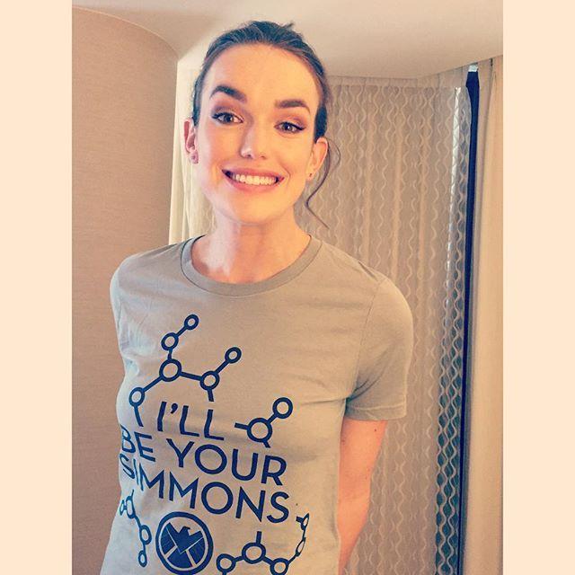 I'll be your Simmons!! Comic Con Schwag     Elizabeth Henstridge    SDCC 2015    #cast