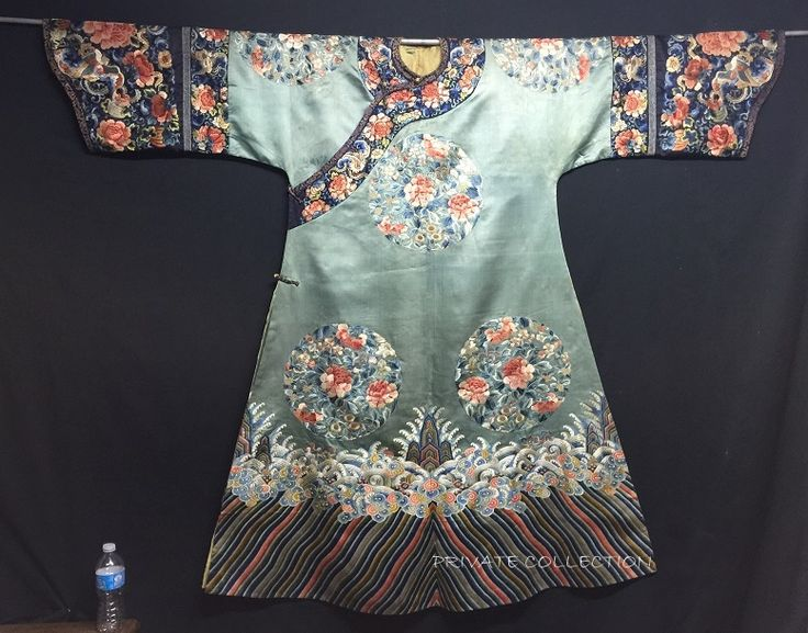 A very rare antique Chinese Qing Dynasty Manchu imperial court lady's informal silk robe, 19th century, turquoise green ground embroidered with 8 peonies roundels in floss silks and Peking knots, with deep, black ground horse-shoe cuffs with elbow stripes.  This is one of the finest and aesthetic Chinese Robe I have came across. The embroidery on the robe is simply captivating and superb. (If the picture is blur, Pls click on it for clearer view.)