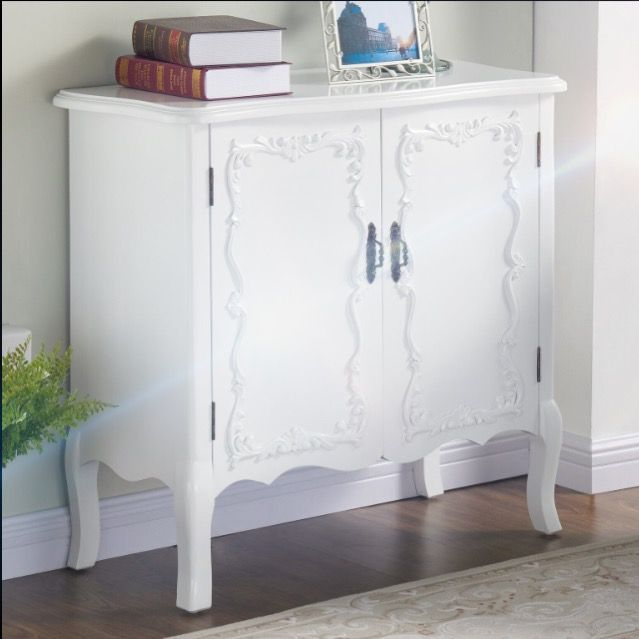 This transitional cabinet will be the perfect finishing touch to your space. With the romantic Queen Anne styling and clean white finish, it will blend well with any decor style.