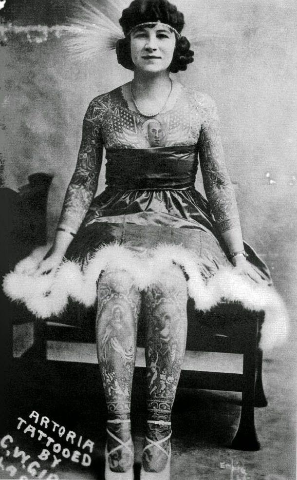 vintage photos - women with tattoos 14