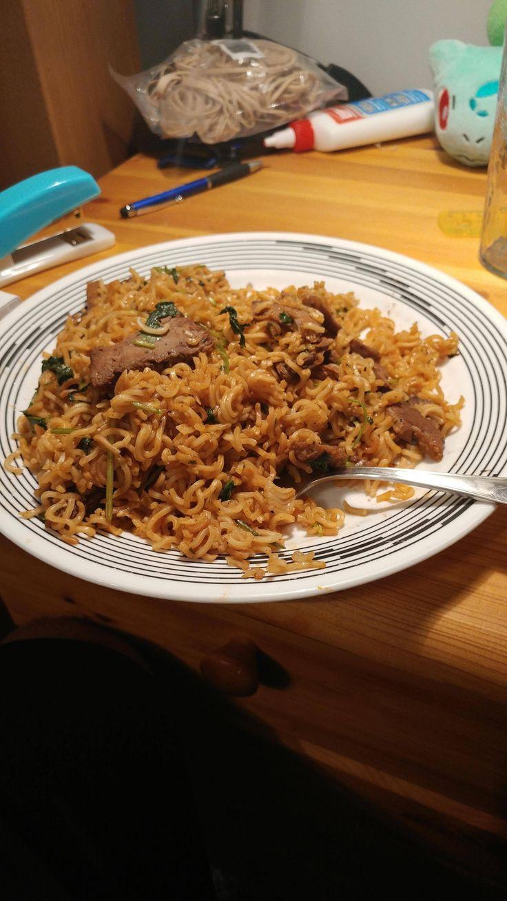 [homemade] university student dinner made of instant noodles and leftover roast beef from thanksgiving http://ift.tt/2ejr8el