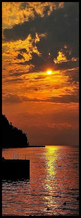 AMAZING SUNSET SHOT #by #kay_cee #sky sun sunlight sunrise clouds reflection water sea lake stone steg orange yellow seascape