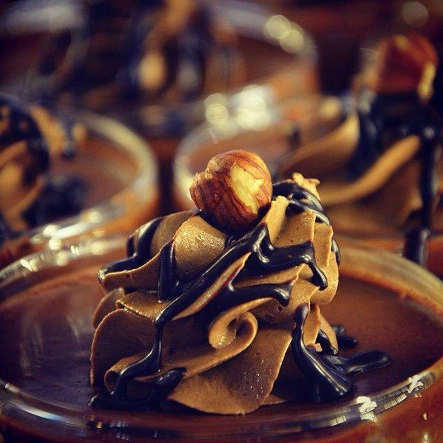 Απολαύστε το Σαββατοκυτιακο που έρχεται βουτώντας σε κύματα σοκολάτας!