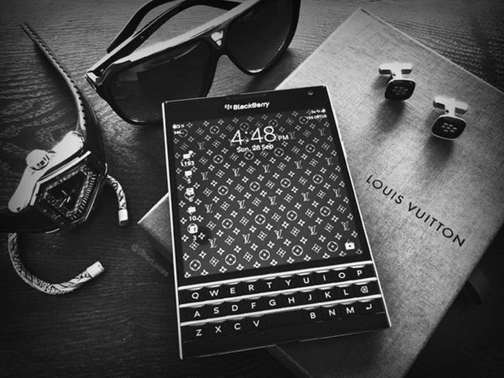 • BlackBerry Passport   Luxury