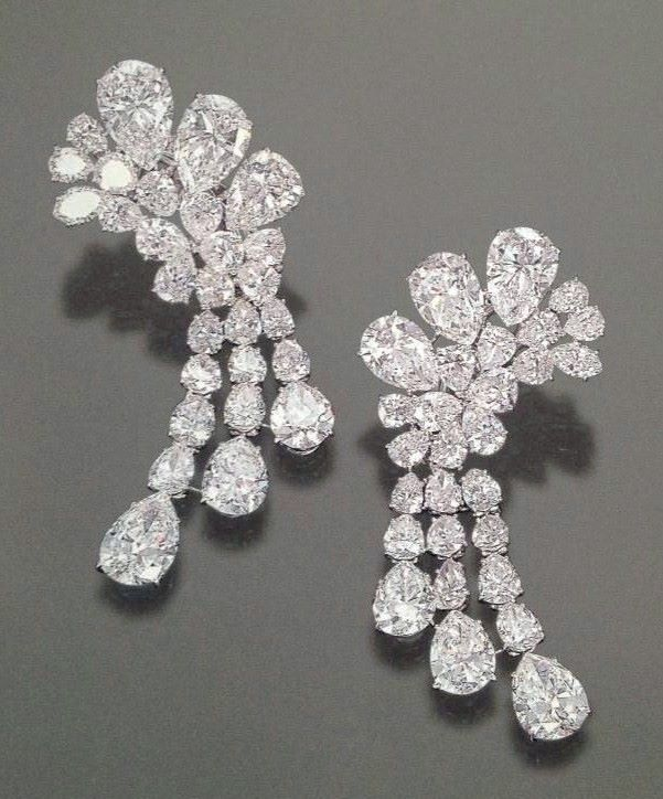 Diamond pendant earrings Sold in 2000 upon the death of H.H. Begum Om Habibeh Aga Khan