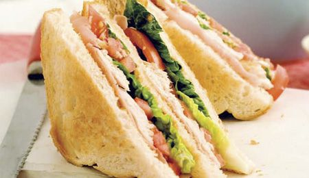 Club Sandwich au poulet - une recette simple et rapide qui fera toujours son petit effet.