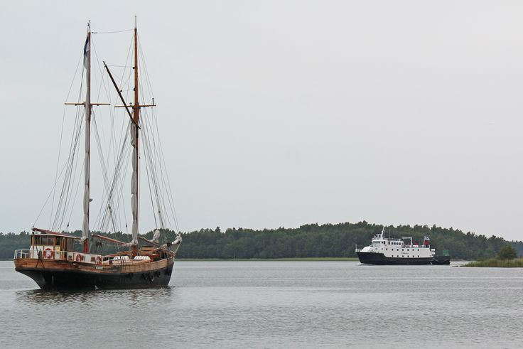 M/S Östern and a sailing ship