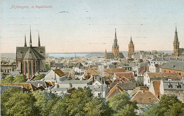 Zeldzaam mooie kleuren van Nijmegen, tijdstip niet bekend, in ieder geval vóór 22 februari 1944