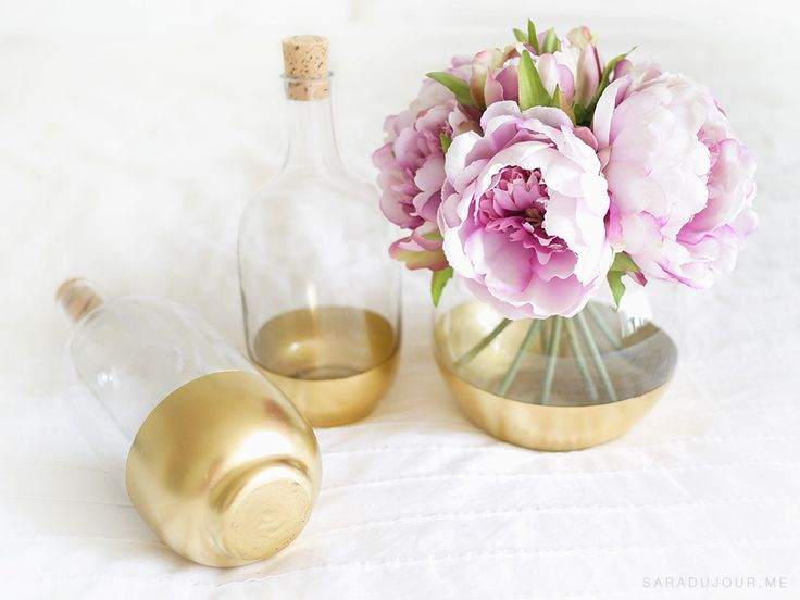 Want to get that Anthropologie look on an IKEA budget? With just a little DIY-ing and about 10 minutes, you can make DIY gold dipped glass bottles or vases.