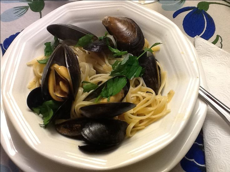 Steamed Mussels with linguini