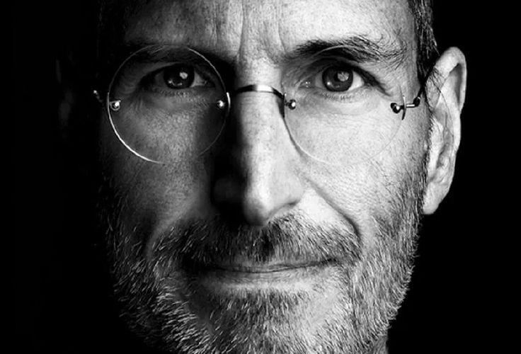Na svete je iba pár ľudí, ktorí celkom zmenili jeden odbor. Steve Jobs ich zmenil niekoľko – výpočtovú techniku, telekomunikáciu, hudbu afilmy. Ako dokázal to, že mal na svet taký vplyv? Čo sa od neho