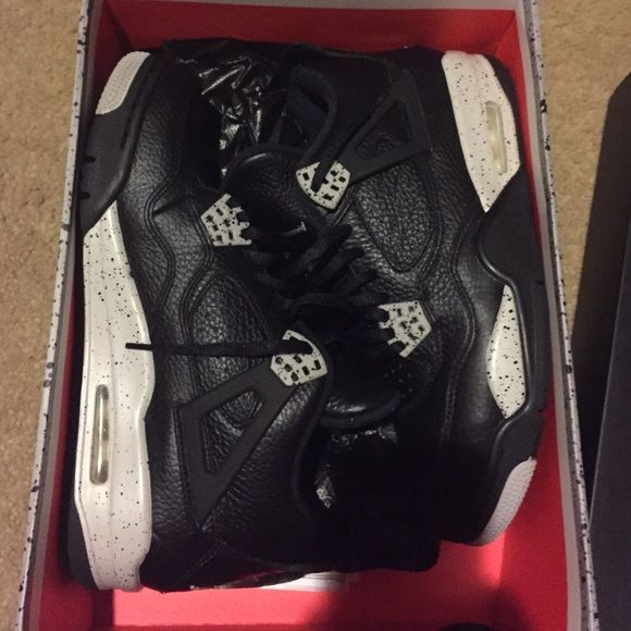 Jordan's retro 4 Oreo Worn once retro 4 Oreo . Beyond excellent condition men's 8 so will fit women 9 1/2 -10 Jordan Shoes Sneakers