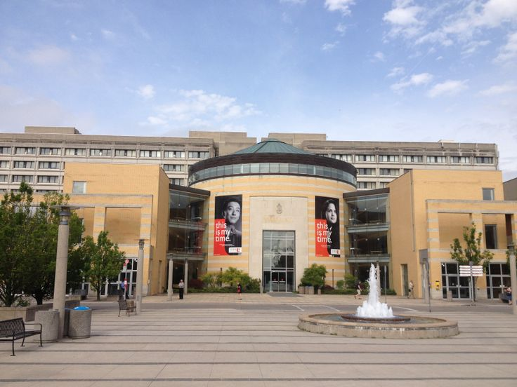 Your standard Vari Hall photo - very simple, yet always effective #yorku