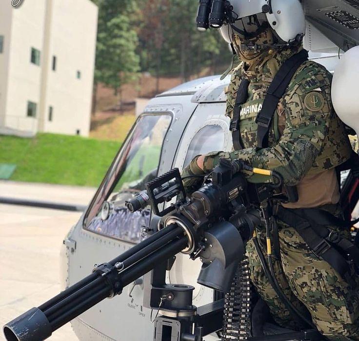 Helicopter Machine Gunner From The Special Operations Aeronaval Squadron Escanopes Fuerzas Especiales De Mexico Marina Armada De Mexico Armada De Mexico
