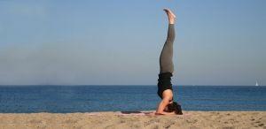 Yoga brengt mij rust in een druk leven.   De hoofdstand is voor mij de houding waarbij ik mij sterk en zelfverzekerd voel.