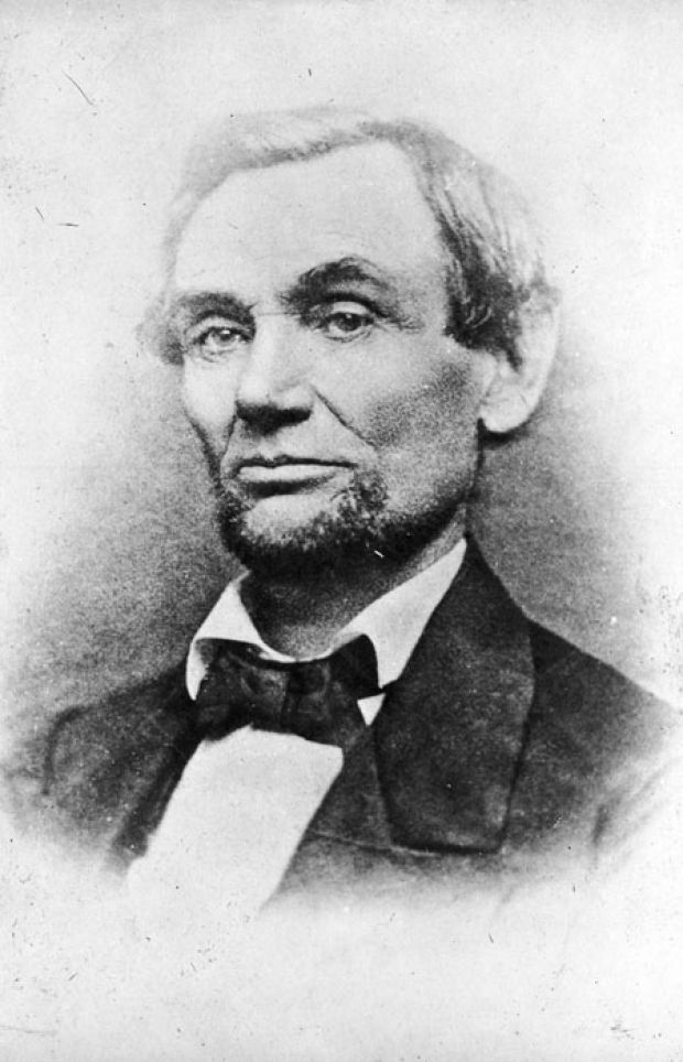 First photo to show Abraham Lincoln with beard, 1860