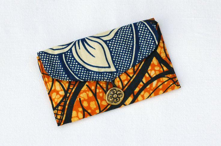 Volutes africaines - Pochette, étui à lunettes ou blague à tabac en wax avec bouton doré vieilli, pochette ethnique, pochette africaine de la boutique DLFine sur Etsy