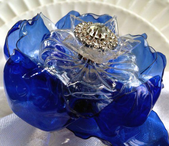 Blu cobalto tovagliolo anello Set di sei, Decor casa riciclata, bottiglia di plastica, strass centro, blu matrimoni, zaffiro blu anello portatovaglioli