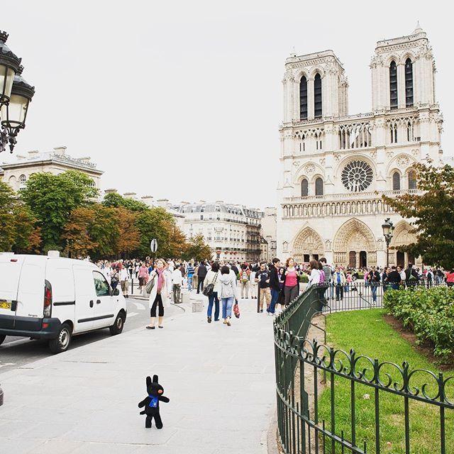 11/14 今日のリサとガスパール http://parismag.jp/  #PARISmag #パリマグ #ノートルダム寺院 #Cathédrale_Notre_Dame_de_Paris #paris #パリ #France #フランス #パリの住人 #リサとガスパール #GaspardetLisa #가스파드앤리사 #가스파드