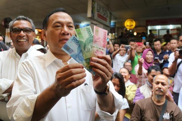 http://bataranews.com/2016/12/21/mengapa-uang-pecahan-baru-tak-dicetak-oleh-peruri-melainkan-pihak-swasta/