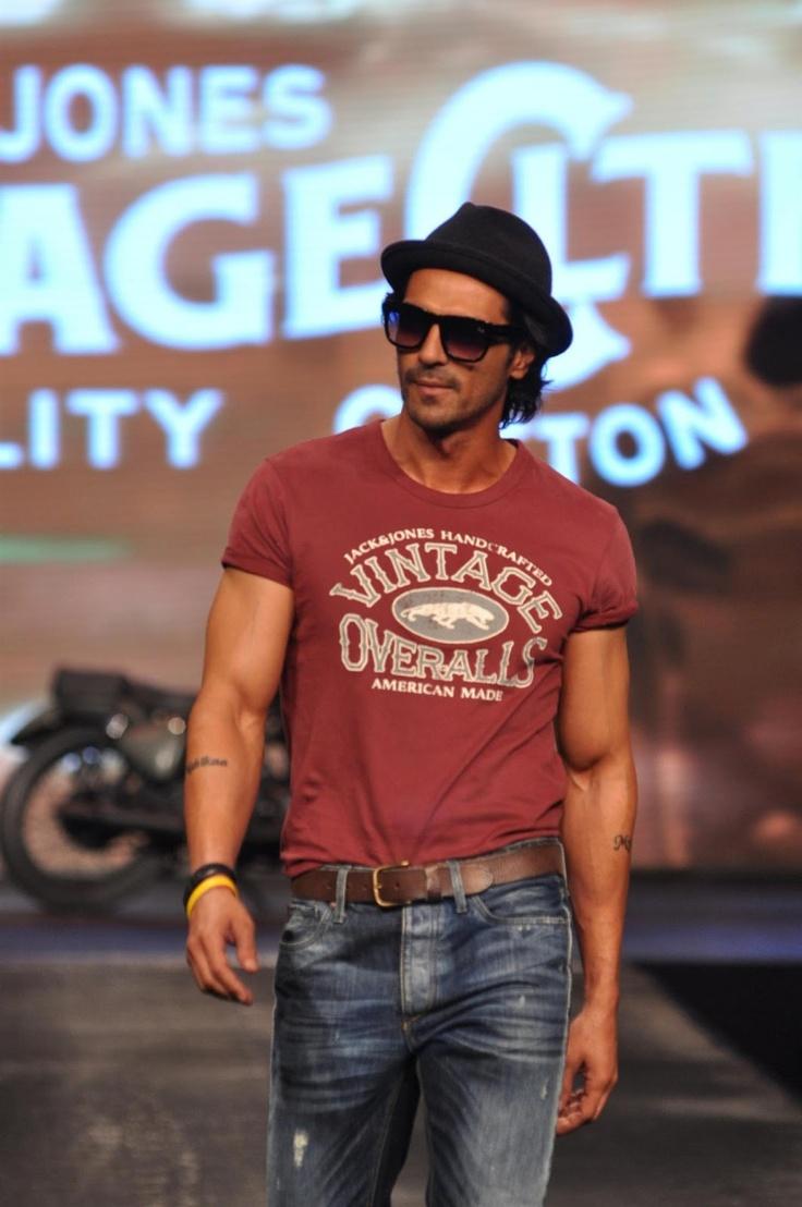 Arjun Rampal Walk on The Ramp at Allure Fashion Show.