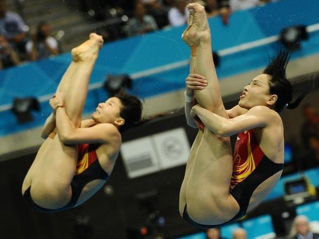 La très esthétique épreuve du plongeon synchronisé.