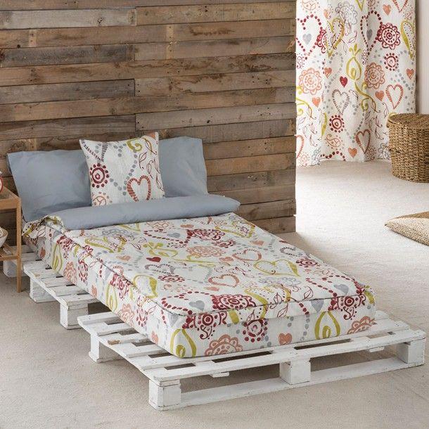 Saco Nórdico LOVE de la firma Sansa. Corazones de diferentes formas y tamaños se dibujan entrelazados repartidos por todo el diseño. Una bonita idea para renovar tu ropa de cama.