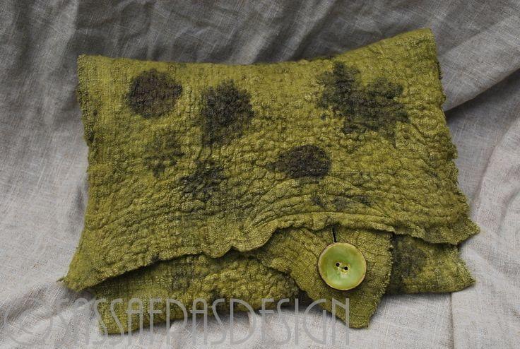 """Extravagante handbedruckte Clutch  """"Delphi"""" von SASSAFRASDESIGN  Extravagante, handgefertigte Modeaccessoires aus Wolle, Seide und  Leinen, Schals, Taschen und Textilschmuck  auf DaWanda.com"""