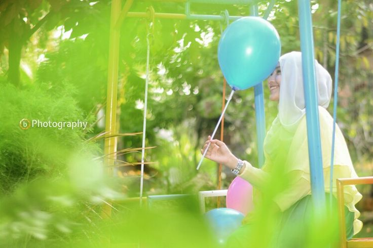 Sometimes happiness come from a little thing around us, like a balloon :)