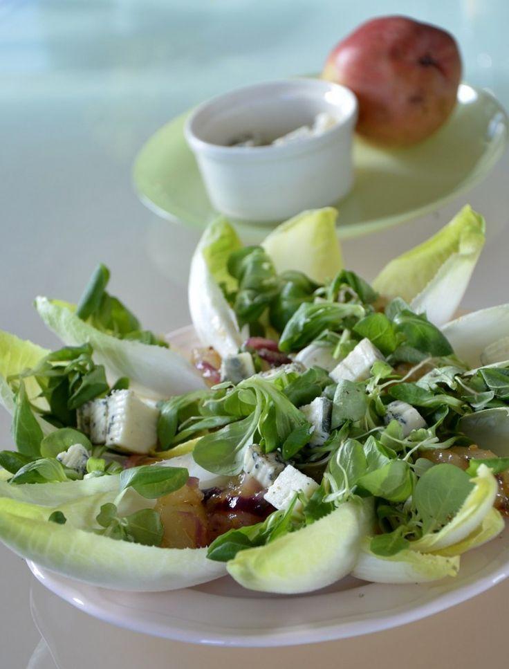 Sałatka z gruszkami na ciepło, roszponką i cykorią: http://dailytips.pl/salatka-z-gruszkami-na-cieplo-roszponka-i-cykoria/