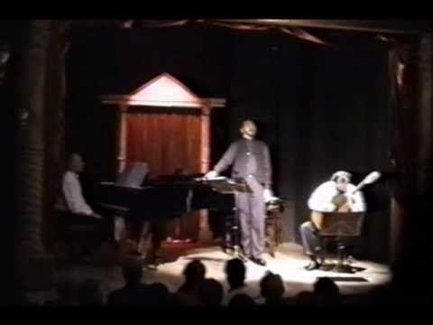 María Elena Walsh - Serenata para la tierra de uno- Eduardo Cogorno (1998)  http://artistasargentinos.com/conmemoramos-a-maria-elena-walsh/