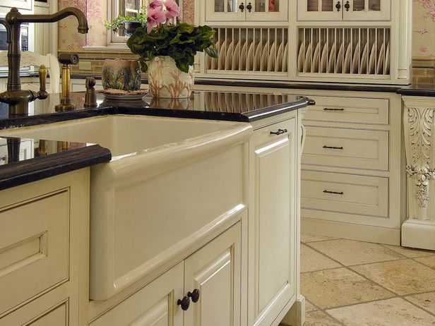 Awesome Porcelain Apron Sink: Country Flair Meant To Resemble Sinks From Historic  Farmhouses, Apron Sinks Add Timeless Appeal To A Kitchen.