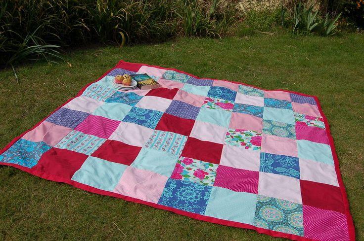 DIY Picnic Blanket Tutorial :http://vickymyerscreations.co.uk/tutorial-2/diy-picnic-blanket-tutorial/