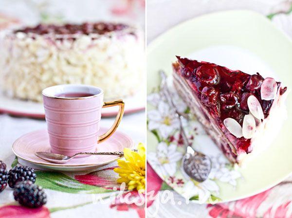 Ванильный торт с вишней - Vanilla cake with cherries. Recipe and step by step photos. (in Russian with Google translator).