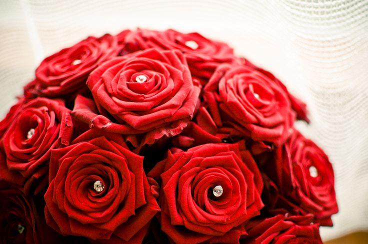 TiAmoFoto.pl bukiet ślubny, wedding bouquet, bukiet panny młodej, bride, kwiaty, ślub, fotografia ślubna, wesele, fotograf, detale, dodatki ślubne, dekoracje, czerwone róże